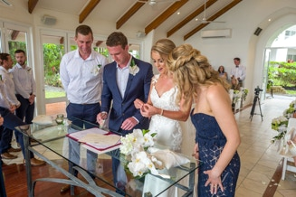 Palm Cove Wedding photography by Michael Petersen